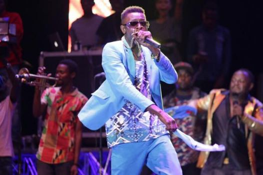 Chameleone performing in Masaka last weekend