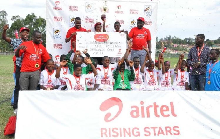 Tooro Bukuku players celebrate after receiving a trophy and a dummy cheque of Ugx 1 million as winners of ARS Kitara Region 2016.