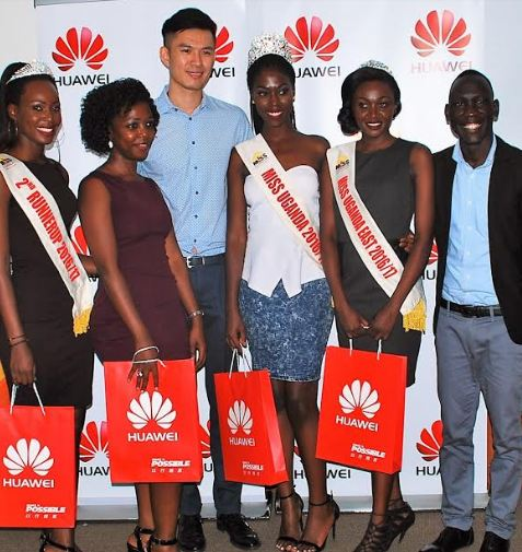 Patrick Tongyunpeng, PR Manager, Huawei Uganda (C) and Sam Cris Ayo, Device Services Manager, Huawei Uganda ( R) pose with Ritah Mutoni – 2nd Runner Up Miss Uganda 2016 (L), Brenda Nanyonjo, Founder Miss Uganda Foundation (2L), Miss Uganda 2016 winner Leah Kagasa (3R) and Sharita Maruti – Miss East (2R) during a courtesy meeting held at Huawei Uganda offices