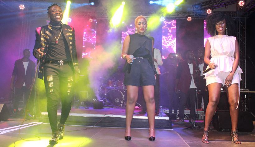 Geosteady performs alongside Charly na Nina at his concert