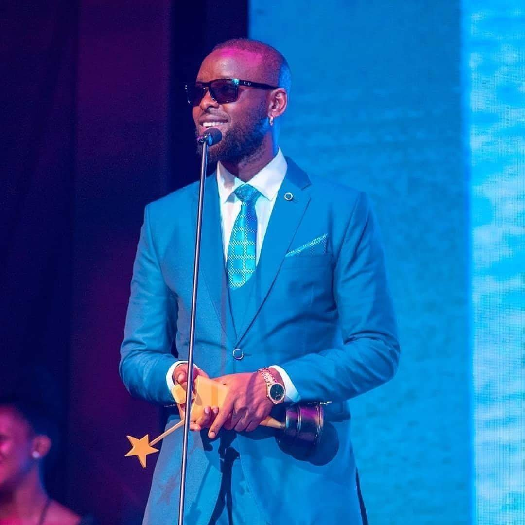 Eddy Kenzo accepting his award at the 2018 Young Achievers' Awards. Photo by Ninno Jack Jr.
