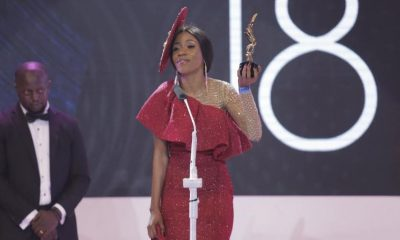 Vinka accepting her award at the 2018 Abryanz Style & Fashion Awards.