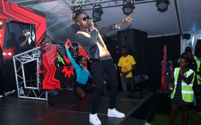 Beenie Gunter performs at UBL's beginning of year party.