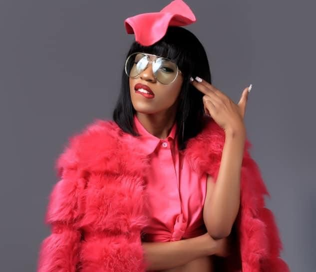 "Swangz Avenue songtress, Vinka is cooking something big for her fans. News reaching our desk indicates that the Red Card campaign ambassador has landed a collabo with top Nigerian hip-hop artiste, Yung6ix. Vinka has collaborated with Yung6ix on a single dubbed, ""For You"". According to sources close to the singer, the new song will officially premiere in Uganda on April 1st, but will get an early on pan-Afrivcan music platforms like MTV, Trace, and Sound City among others.Yung6ix who was nominated for the Most Promising Act in the 2012 Nigeria Entertainment Awards so far two studio albums to his name. announced at the start of the year that she'll be releasing a song with a video every First day of the month and she continues to deliver on this promise."
