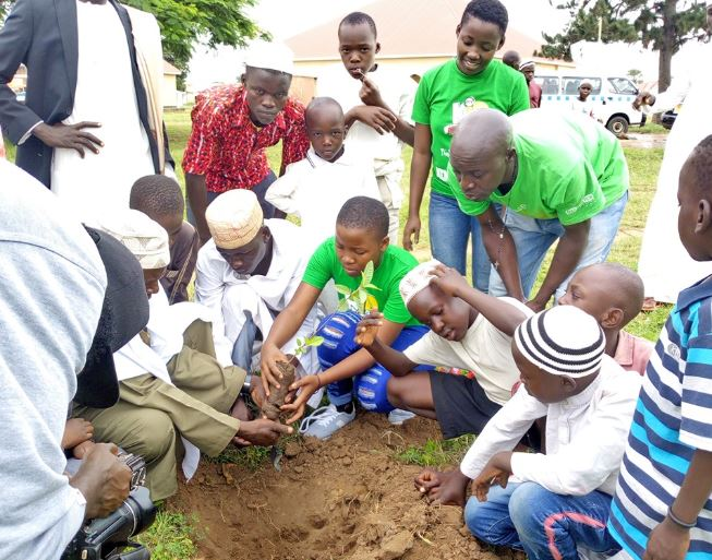 Uganda's Little Hands Go Green