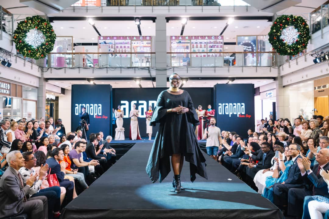 Santa Anzo showcases International Thai Silk Fashion Week.