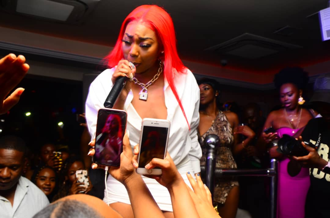 MS Banks performs at the Snap Off party