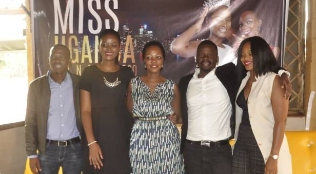 Former Miss Uganda Quiin Abenakyo (2nd L) and Miss Uganda Foundation CEO, Brenda Nanyonjo(3rd L) pose for a photo with a team from BigSeal Foundation during a press briefing to announce the Miss Uganda -Canada pageant on Wednesday.