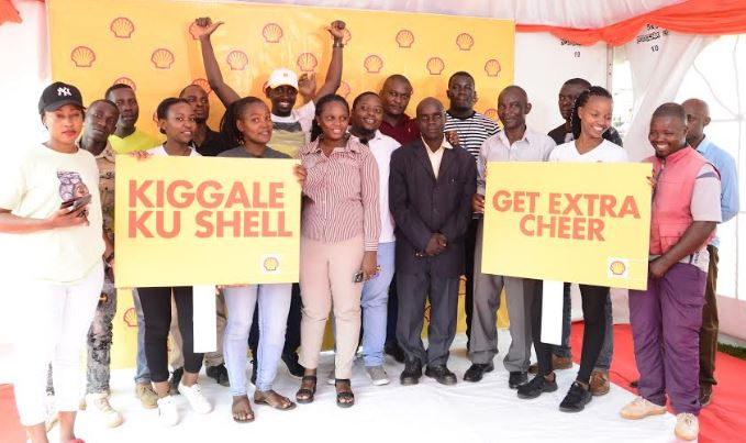 Winners from the Shell 10 weeks of cheer campaign pose for a group photo with Vivo Energy Officials.