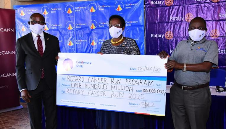 2020 Rotary Cancer Run Launch Dummy Cheque Handover