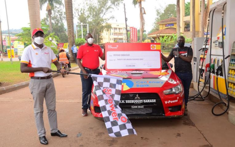Vivo Energy Retail Manager Alvin Bamutire officially flags off Ronald Sebuguzi after he received his cash sponsorship worth UGX25 million ahead of the World Rally Championship (WRC) Safari Rally 2021 that will be taking place in Nairobi, Kenya.