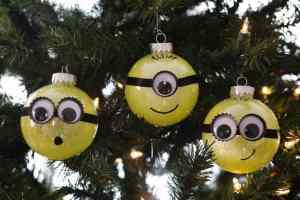 DIY Minion Glitter Ornament