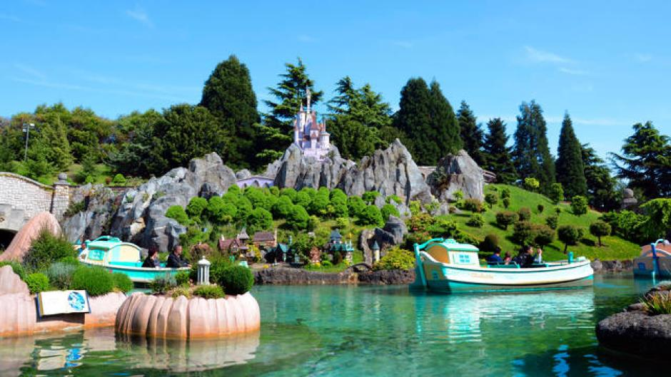 Under 5s at Disneyland Paris the land of fairytales ride