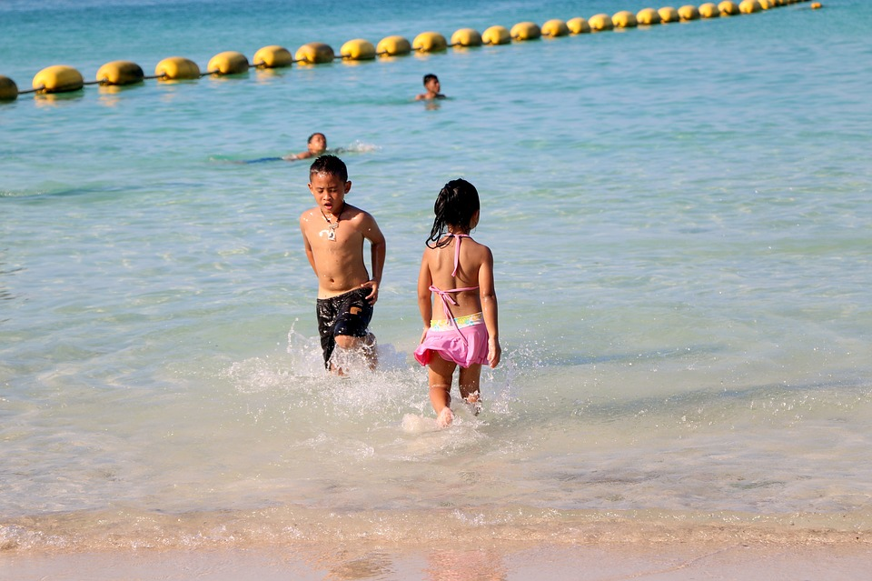 keep kids happy on a budget holiday