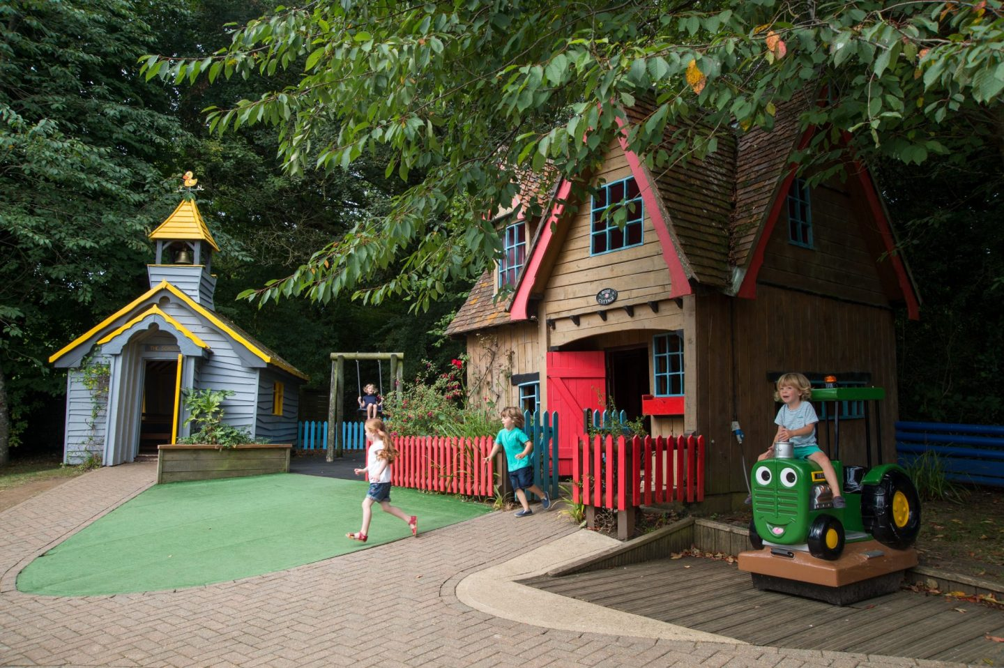 Robin Hill Adventure Park Nearest Hotels To UK Theme Parks