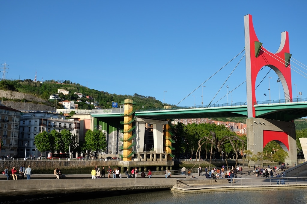 Puente de la Salve bridge and spider sculpture