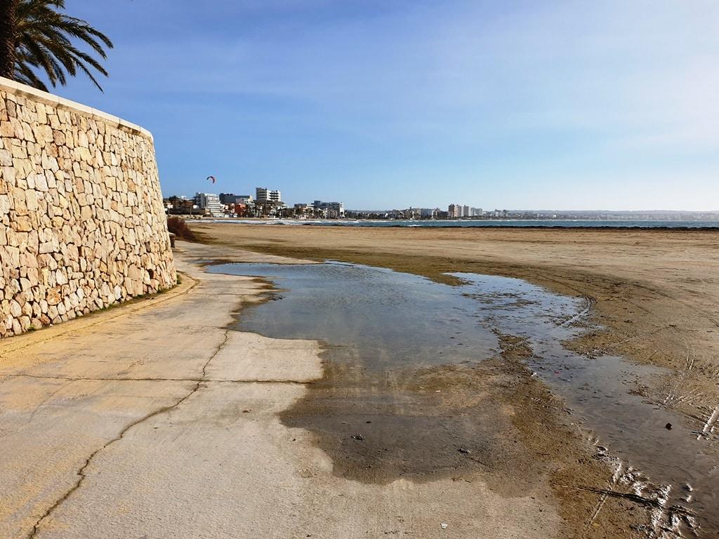 C'an Pastilla bike route along the beach.