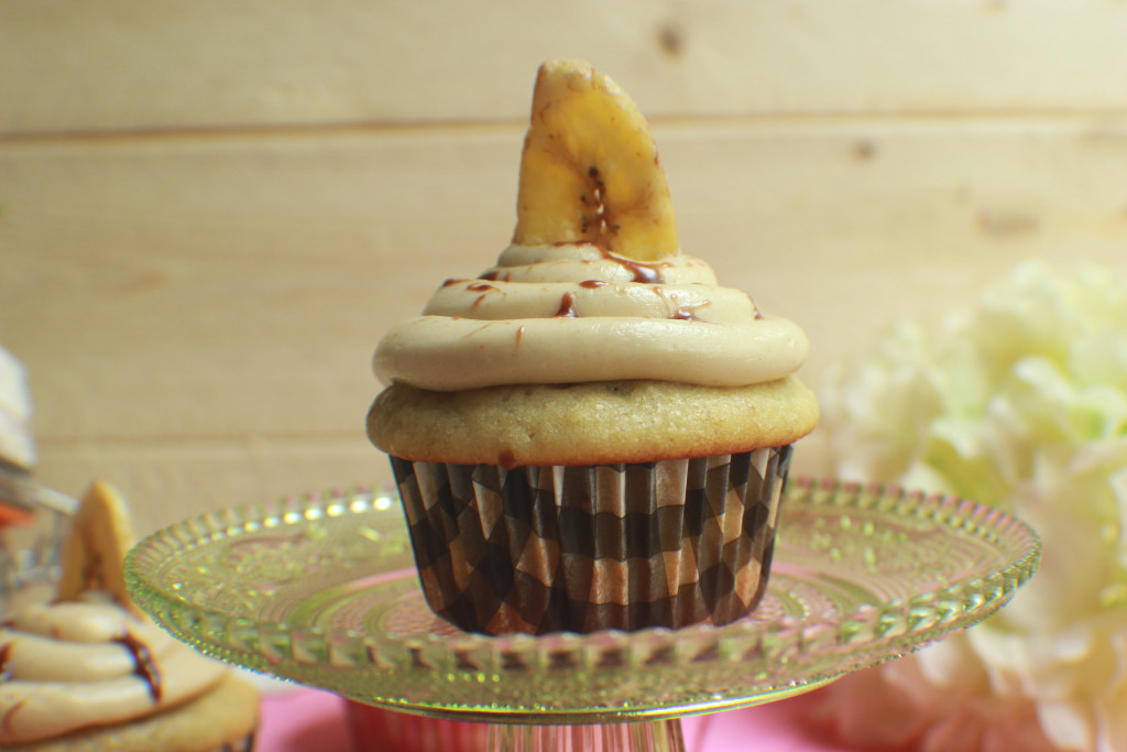 banana cake, banana cupcake, peanut butter banana, peanut butter frosting, home made, food blogger