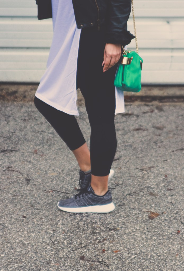 A high-low tee, leggings, sneakers and leather jacket make for a comfy-chich errand running outfit.