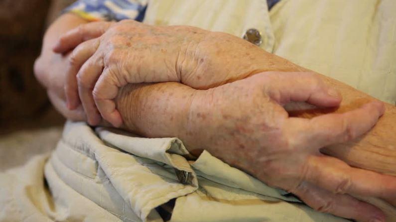 elderly-parent-wont-bathe-bath-shower-big-hearts