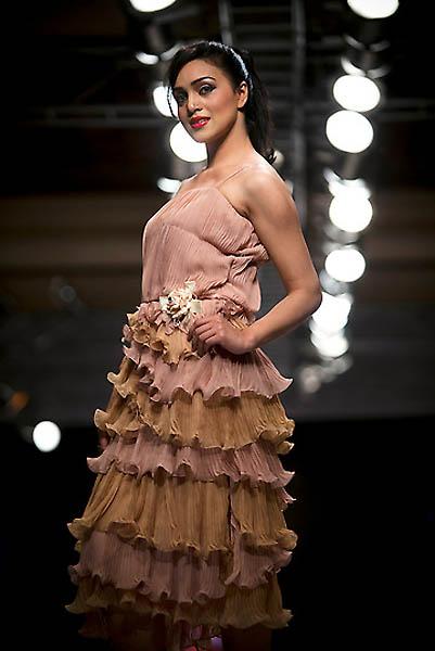 fashion2A.sJPG 900 540 0 95 1 50 50.sJPG  Исламабадская неделя моды