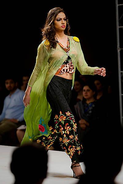 fashion4A.sJPG 900 540 0 95 1 50 50.sJPG  Исламабадская неделя моды