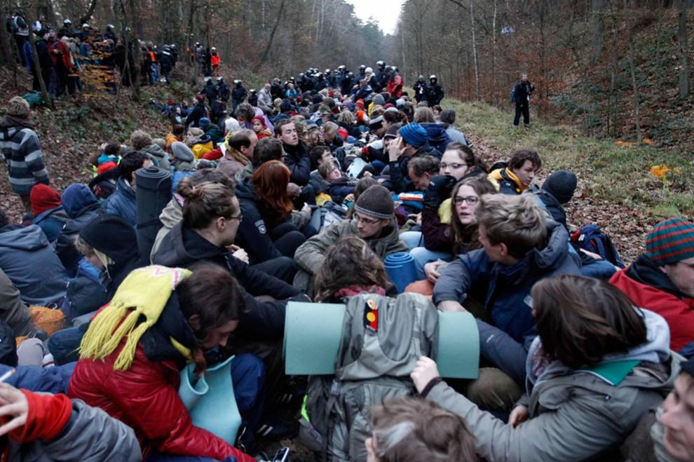 6209 990x659 Протесты против перевозки ядерных отходов