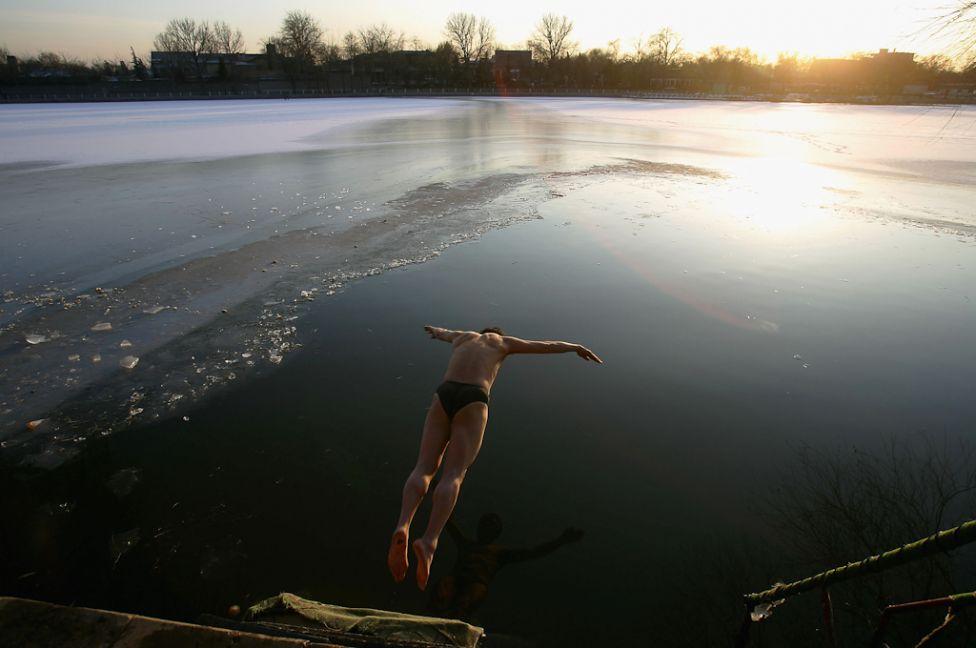 ice swim freezing water polar bear 12 20041227 Зимние купания