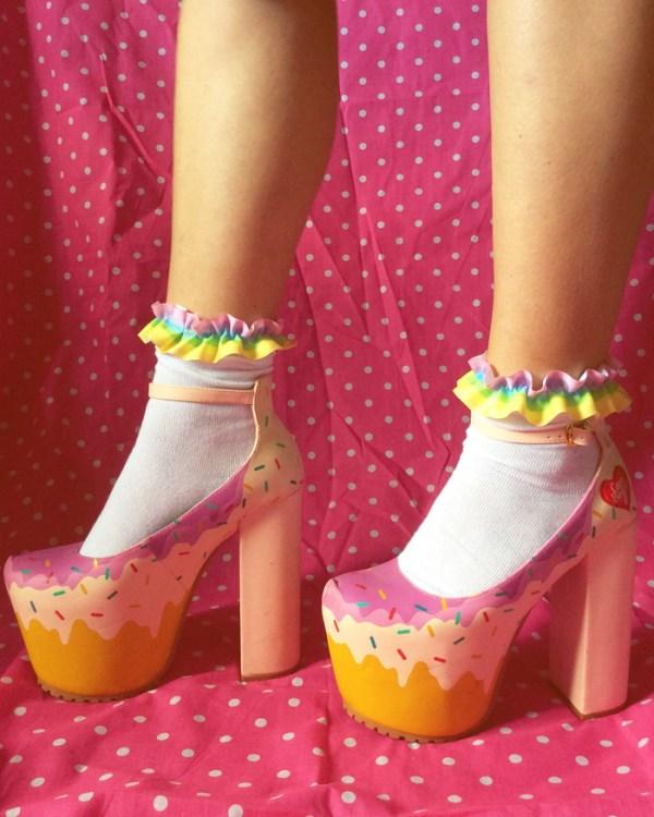 kawaii-pastel-goth-rainbow-frilly-ankle-socks