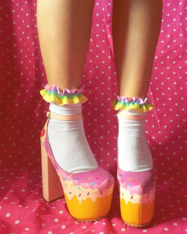 pastel-rainbow-kawaii-frilly-ribbon-socks