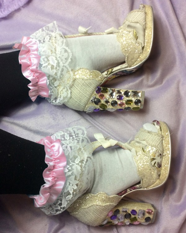 pink-and-white-lace-ruffle-ankle-socks