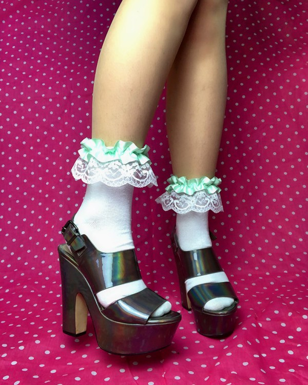 pastel-mint-green-kawaii-white-lace-ruffle-frilly-ankle-socks
