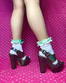 pastel-mint-green-ruffle-frilly-white-ankle-socks