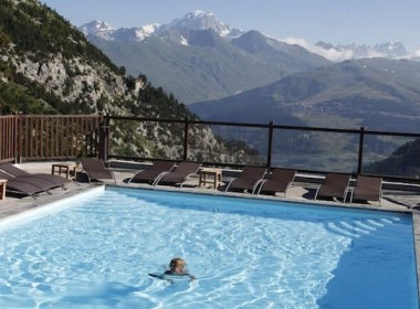 Erna Low offer pools with stunning views in the French Alps