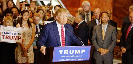 640px-Donald_Trump_Signs_The_Pledge_04