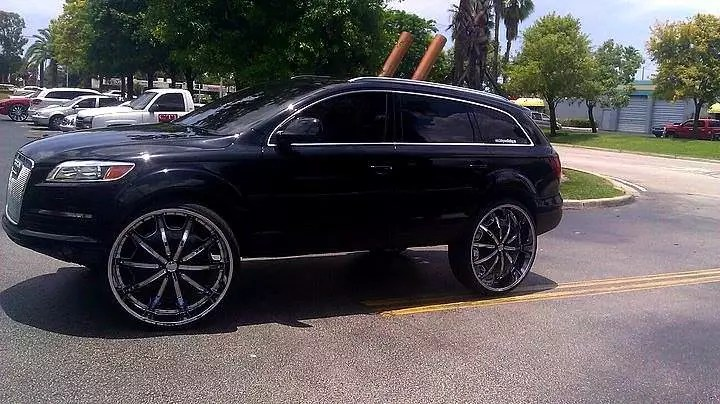 Audi Q7 With Captains Chairs