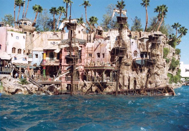 Sunken Pirate Ship, Treasure Island