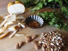 Green Salad with Asian Pear, Mint and Almonds https://bigsislittledish.wordpress.com/2012/01/13/green-salad-with-asian-pear-mint-and-almonds/