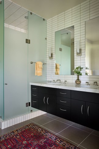Neutral colors make for a cleanly designed bathroom.
