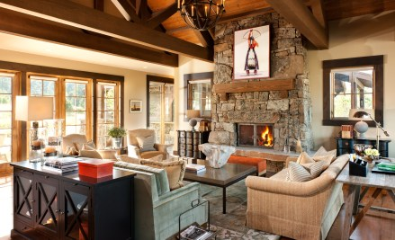 The attention to detail makes this home truly sparkle: Carefully selected fine art by Montana artists, a palette inspired by the surrounding landscape, and furnishings that are at once refined and welcoming.