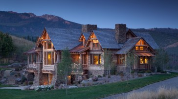 Battle Ridge Construction nestled the Wagner residence in a saddle of the Gallatin Range, utilizing Montana moss rock, peeled and hewn logs and cedar posts with the bark on to capture the essence of contemporary Western vernacular as designed by Faure Hal