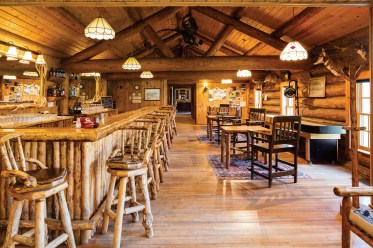 The ultimate gathering place to swap tall tales of the day's adventures or play a rousing game of shuffleboard, the Diamond G Saloon anchors guest activities.