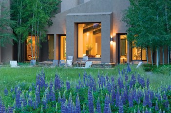 The design of Snake River Retreat challenges the notion of contemporary design in a rugged landscape, weaving outdoor living spaces into a restored riparian environment.