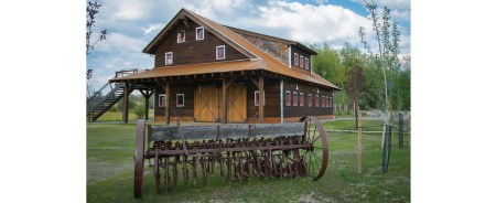 Merle Adams of Big Timberworks designed the barn to serve as a gathering area for friends and family.
