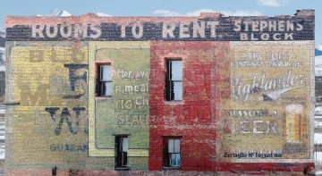 From Bloch Bros. Mail Pouch Tobacco on the left to Highlander Beer on the right, this multi-sign in Butte, Montana, shows the effect of ghost signs painted over one another. The oldest of these dates to around 1905.