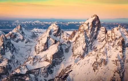 An alpenglow settles across the Teton Range. Photo by Tristan Greszko