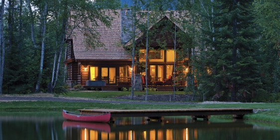 The Idaho Club's approach to luxury living is to enhance the connections to place and people. The Lodge Homes are situated on the water and in a setting that encourages owners to get to know their neighbors.