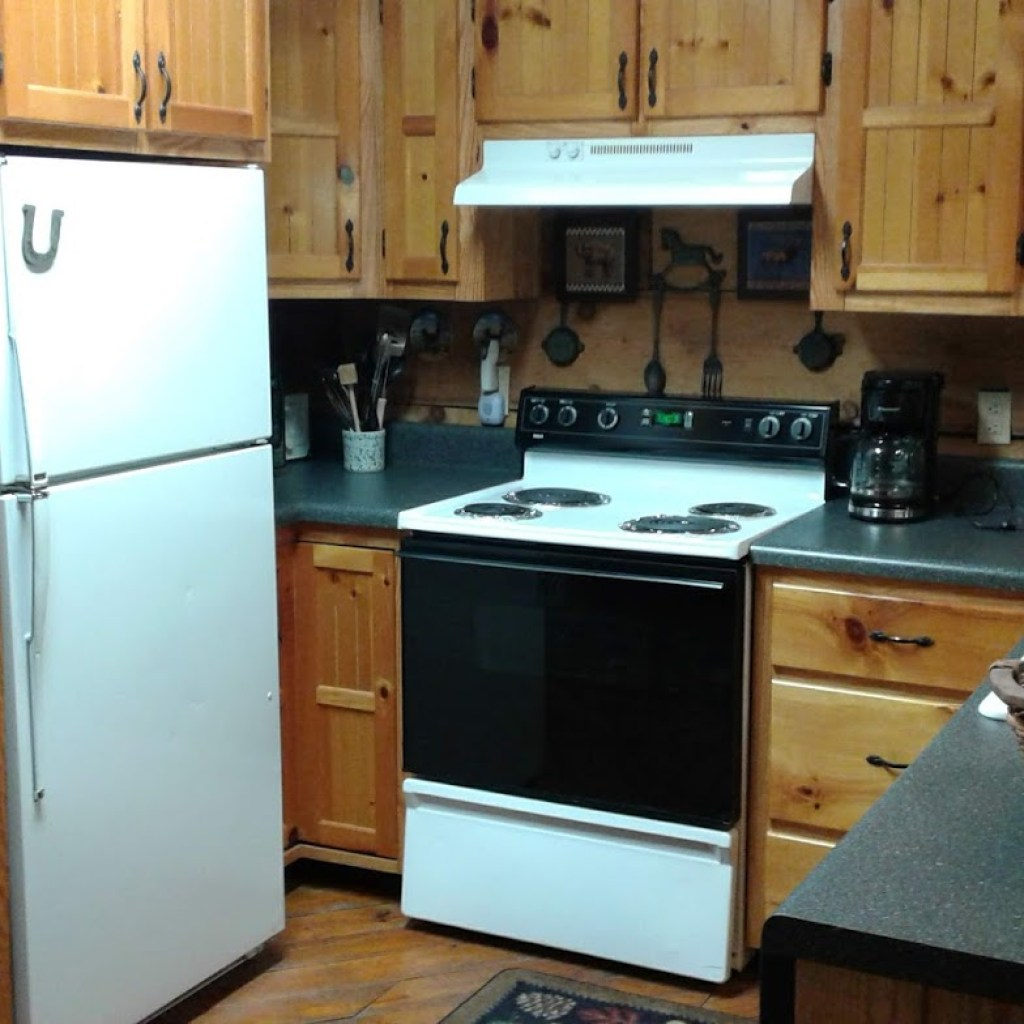 Full-sized kitchen, complete