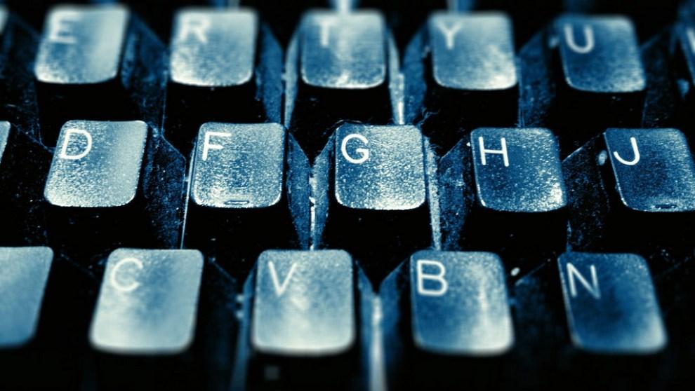 Clean a keyboard