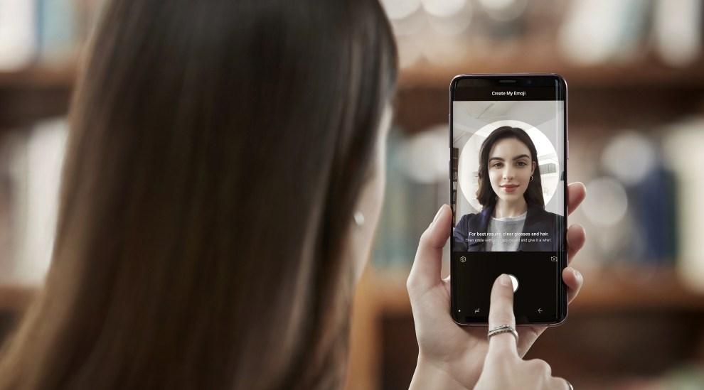 Samsung Galaxy phone randomly sending my photos to contacts